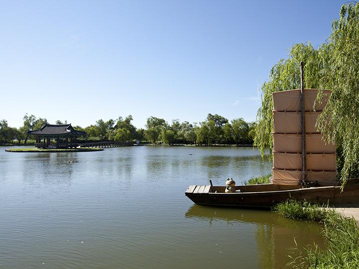 薯童と善花姫が宮南池で船を楽しんだという記録がある