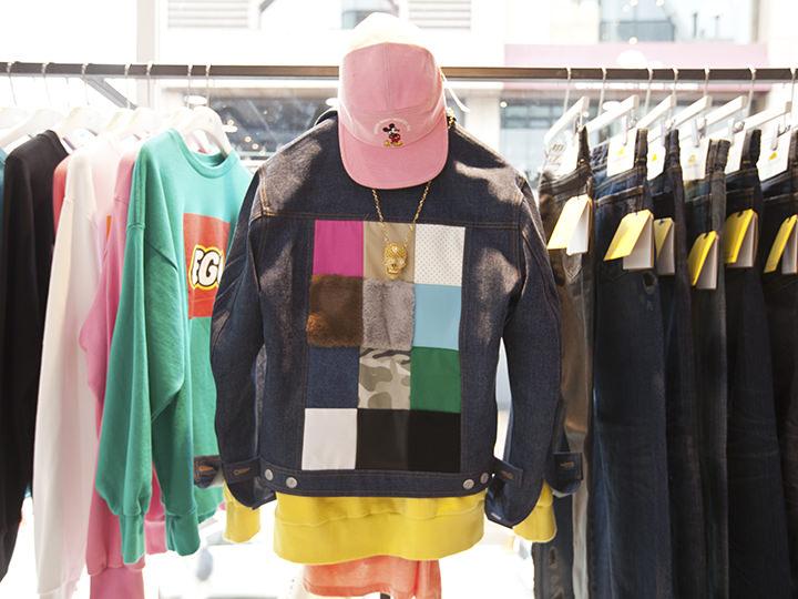 帽子 40,000ウォン、ジャケット 100,000ウォン
