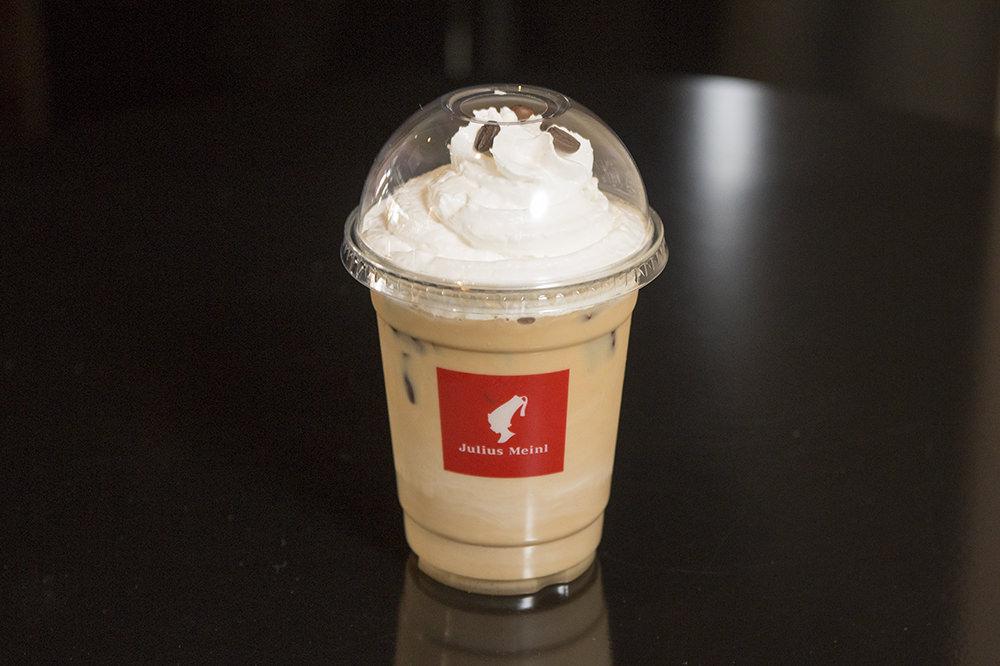 Vienna Irish Coffee(ビエンナアイリシュコピ) 8,800ウォンフレッシュクリームとアイリッシュウイスキーにカカオ、バニラフレーバーを加えたクリームリキュール「ベイリーズ」とコーヒーを合わせた贅沢なカクテル。