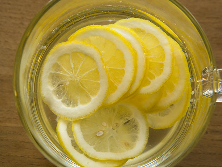 レモンハチミツティー(レモンクルチャ) 6,500ウォン手作業でレモンをスライスし、ハチミツに漬け込んだ自家製茶は、寒い季節にこそ飲みたい1杯。大きめのマグでたっぷり味わえます。