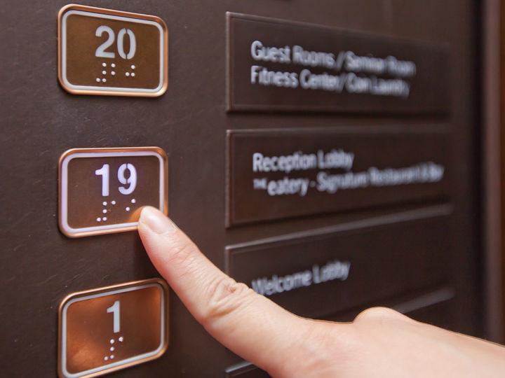 6.エレベーターで19階まで上がります