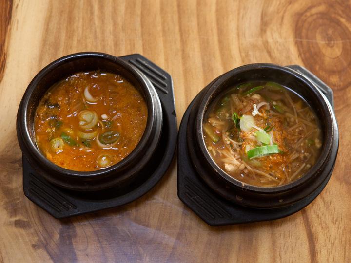 左:おから鍋(コンビジチゲ)、右:味噌チゲ(テンジャンチゲ)