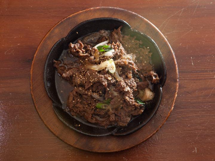 プルコギ(200g)は、果物と野菜の特製ソースで漬け込んだ、自然な甘さが食欲をそそります。
