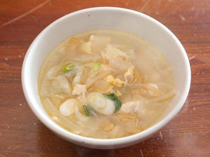 汁物は、取材時はプゴク(干しスケトウダラのスープ)が登場しました。