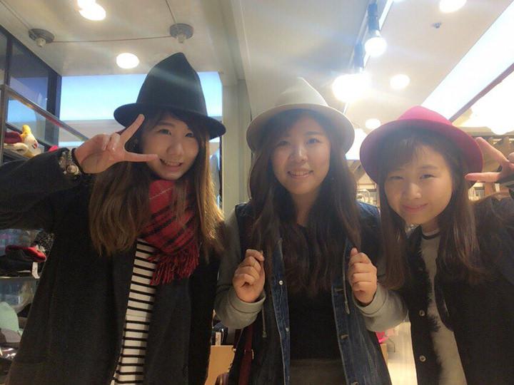 いつも仲良しな友達とショッピング(^^)。服を見たり、ご飯を食べに行ったりします!!