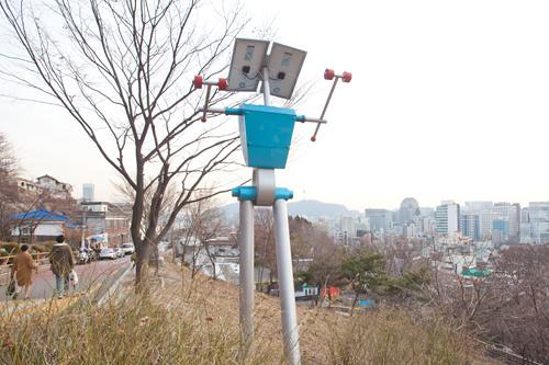 電灯がロボットになって登場!