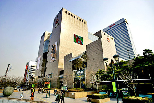 新世界百貨店 江南店地下1階の食品コーナーはお土産を買うにも最適!