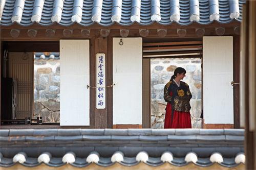 文化体験施設・南山コル韓屋マウル韓国の伝統家屋・韓屋(ハノッ)が立ち並び、朝鮮時代の景観を再現。多彩な伝統文化行事で韓国を体感