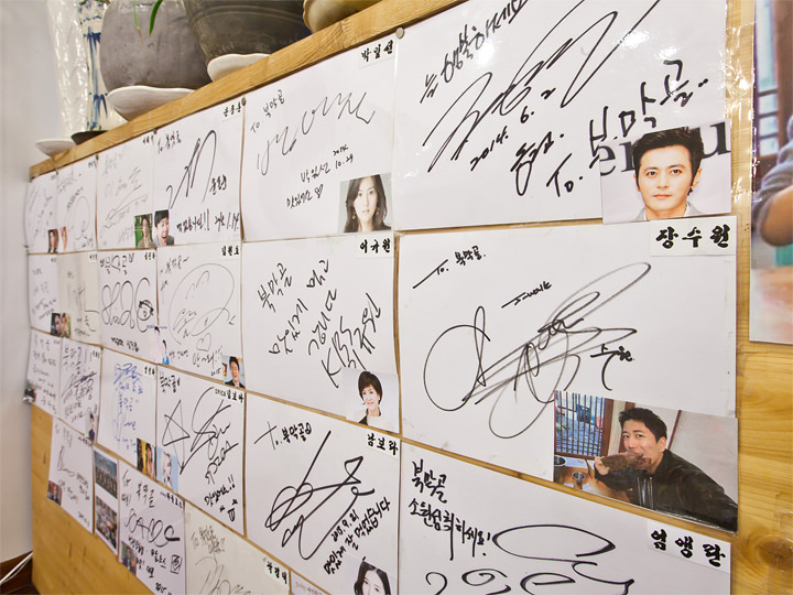 有名人のサインがいっぱい