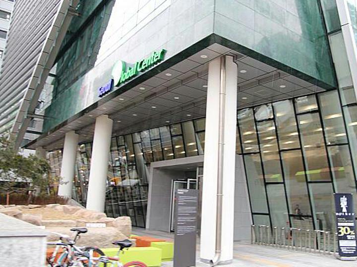 韓国語は「ソウルグローバルセンター」の無料授業と、YBM語学校で行なわれている月10回のコースで勉強しています。
