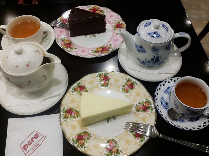 韓国にはお洒落なカフェが沢山あるので、よくカフェで友達とおしゃべりしたり、一人で韓国語の勉強をしたりしています。