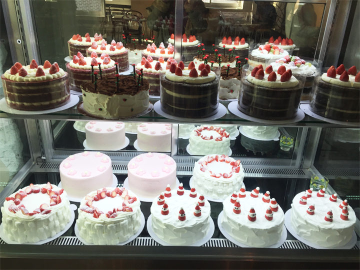 デザートカフェ「DORE DORE」が2015年11月からイチゴ祭りをはじめたので、友達とカフェでほっこりいちご狩り(笑)。韓国は冬場イチゴのスイーツがたくさんでるのでイチゴ好きには天国!