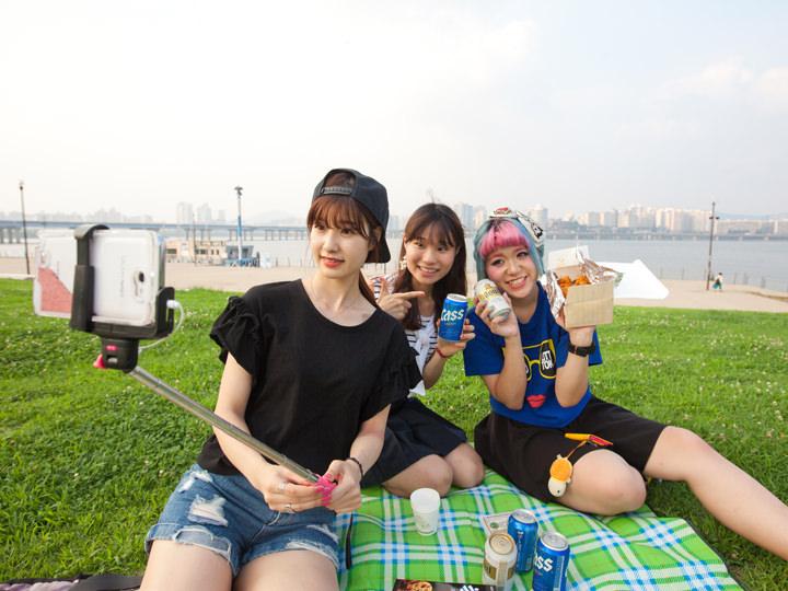 漢江公園でチキン+ビール最高!