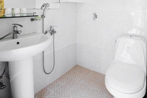 施設天井が高いため夏は涼しく、オンドル完備で冬は暖かく過ごせます。シャワー・トイレは共用の場合が多いです。