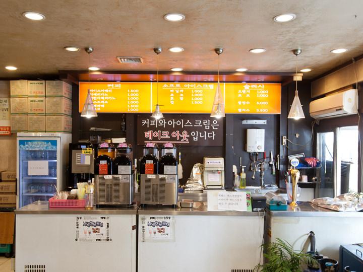 カフェとアイスクリームコーナー