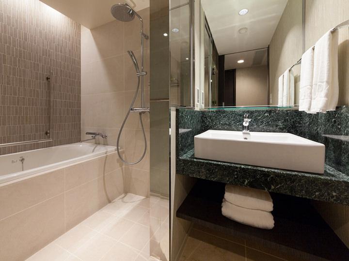 シャワー・バスタブは日本メーカーのもの