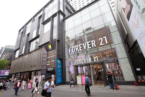 ショッピングビル「M PLAZA」前の入口も利用できます