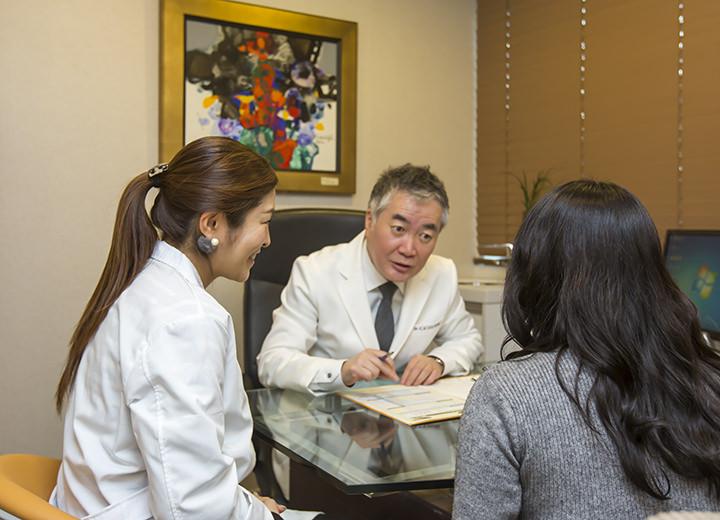 4.院長先生の診断カウンセリングと身体検査の結果をもとに、院長先生と診断を通してより最適な治療法を決めていきます。