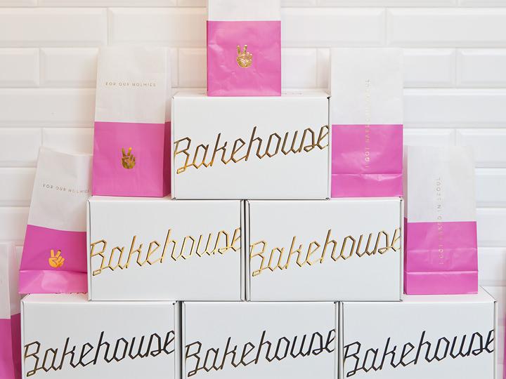 ゴールドとピンクが鮮やかなパッケージ
