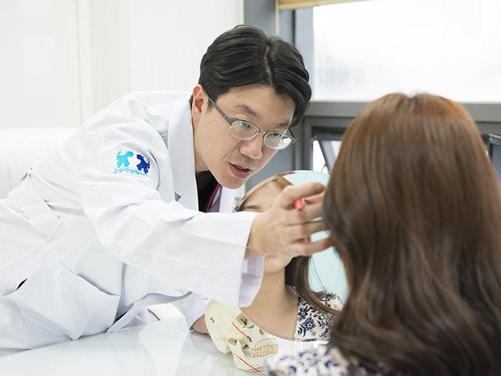 2.美容外科専門医と1:1のカウンセリング