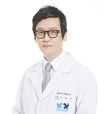 イム・ヒョンウ院長胸、脂肪、体型