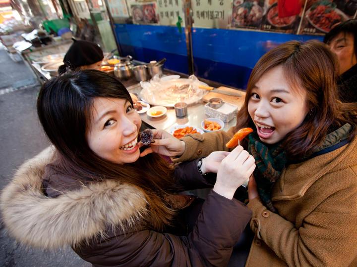 韓国っぽく2人で食べ合いっこ。