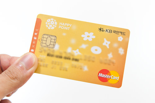 クレジットカード一体型韓国人はコレを使っている人が多いはず!クレジットカードをつくる際に申請するんですが、別途T-moneyを持ち歩かなくていいし、チャージしなくても自動決済されるのでラクチンです。(韓国人スタッフP)