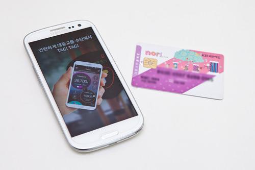 携帯アプリケーション携帯をタッチするだけなので便利そうと思って専用アプリをダウンロード。実際はタッチ端末機の反応が少し鈍めかも。当然ですが携帯のバッテリーが切れたら使えないという難点も…。(韓国人スタッフW)