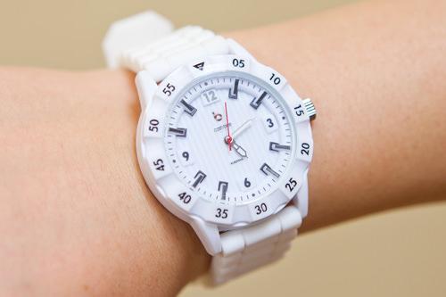 腕時計型T-moneyと同じように中にお金をチャージして使える腕時計型。腕にはめれば忘れたり失くす心配もないので、旅行中にはぴったりかもしれないですね!(中国人スタッフL)