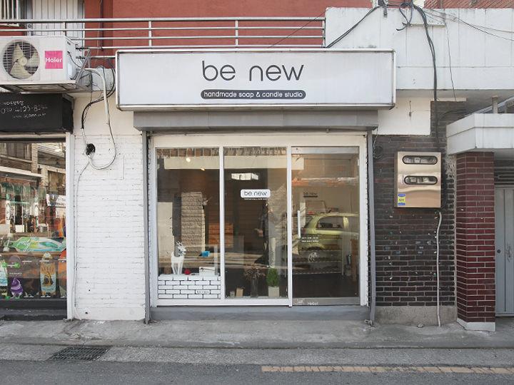 細い路地にある小さなお店