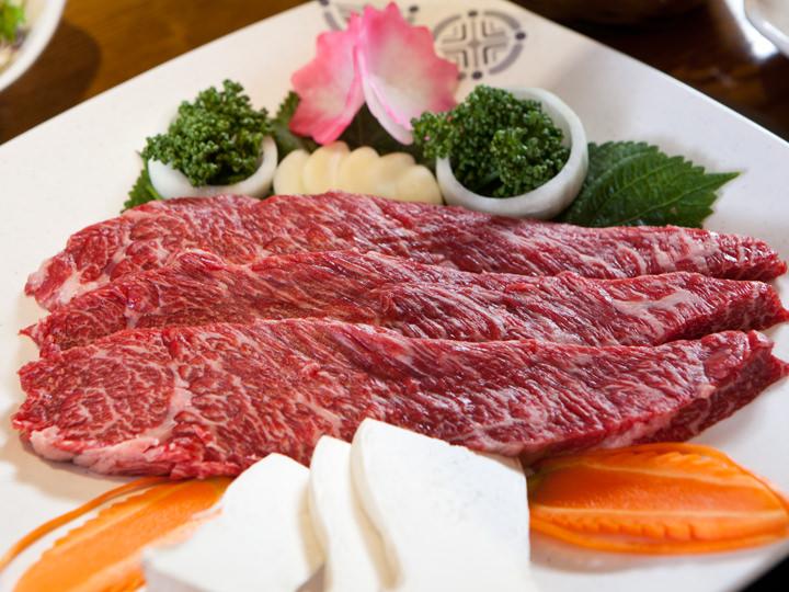 綺麗にサシが入ったお肉