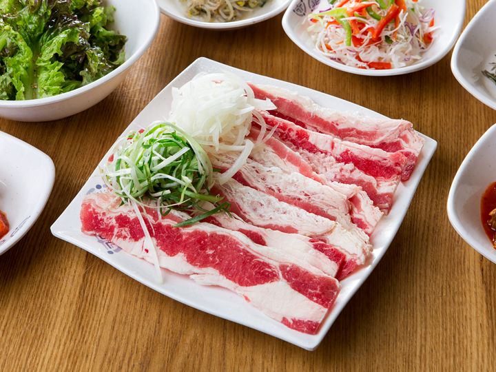 牛三枚肉 1人分 16,000ウォン