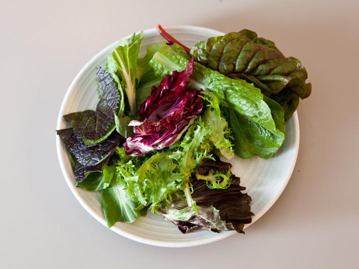 葉野菜はサラダでも、肉やご飯を包んでもOK!