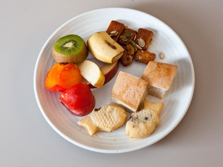 凍らせた紅柿(ホンシ)や揚げ乾パンなど、デザートも韓国色たっぷり