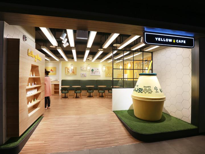 「YELLOW CAFE」コンビニなどで見かけられるバナナ牛乳をテーマとしたカフェ
