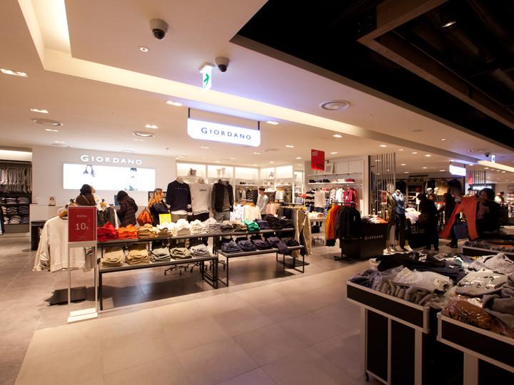 10~20代向け韓国内外のカジュアルブランドが揃います。(5階)