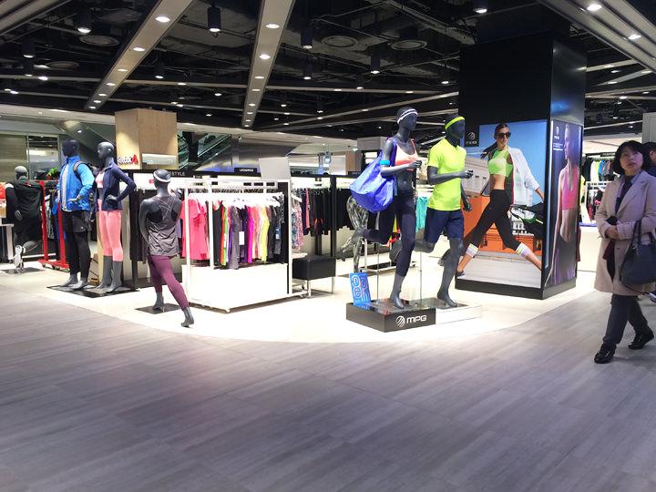 有名スポーツブランドやゴルフアイテムを取り扱ったブランドが入店しています。(7階)