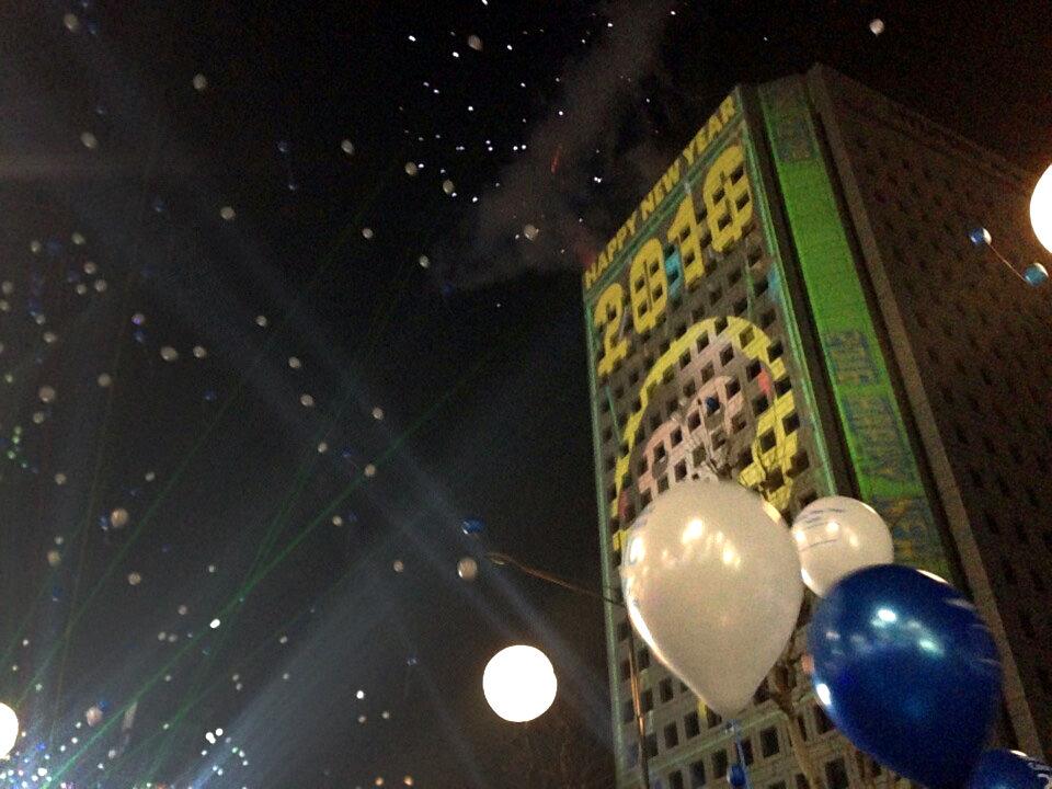 新年カウントダウンは、複合施設「COEX(コエックス)」で歌手のライブと一緒に花火を楽しみました^^PSYやSon Eなどのライブを無料で見られて、とても良い年越しとなりました♪