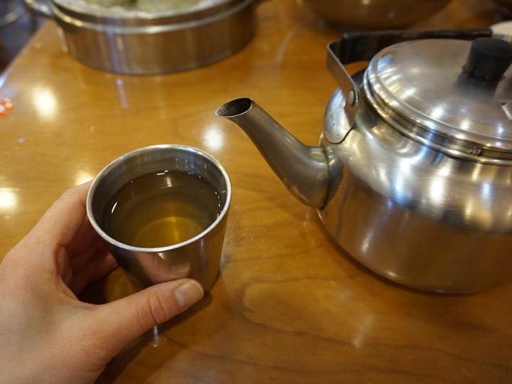 麦茶ではなくダシの効いたスープ(ユクス)です。
