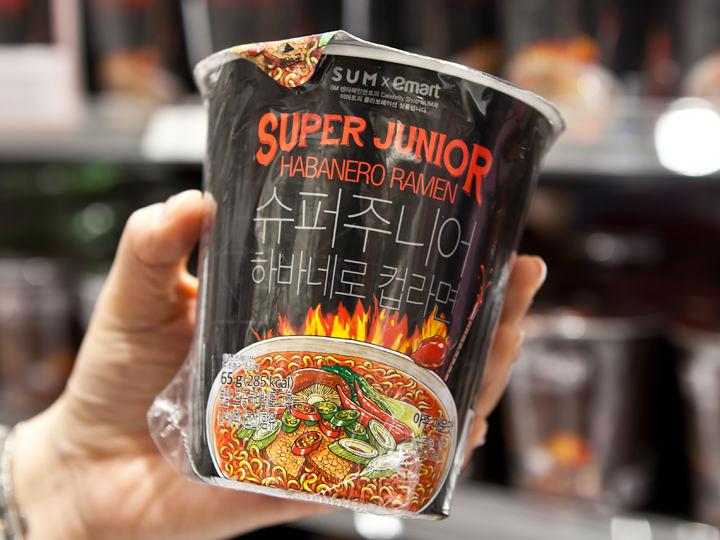SUPER JUNIORハバネロカップ麺880ウォン
