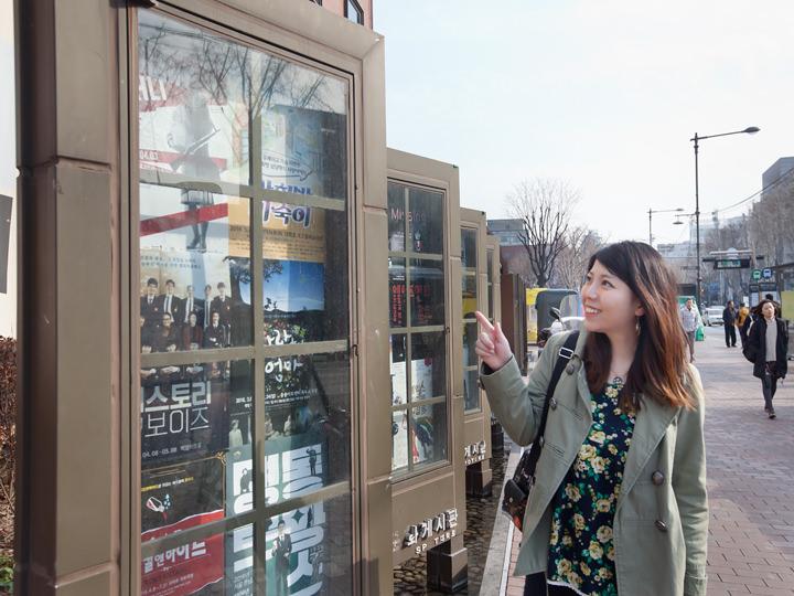 最寄の地下鉄4号線恵化(フェファ)駅周辺には、公演中の演劇ポスターがずらり!