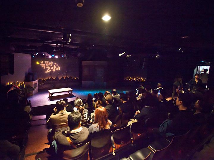 客席は映画を見るように静かにするのかと思いきや、大声で笑ったり、息を飲んだりと反応がすこぶる良し!客席の反応も面白ポイント♪