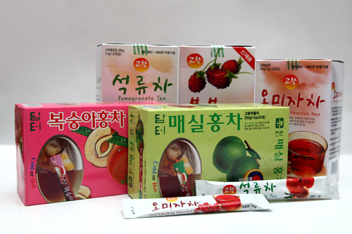 桃の紅茶、梅の実の紅茶、 ザクロ茶、五味子(オミジャ)茶、 覆盆子(ラズベリー)茶