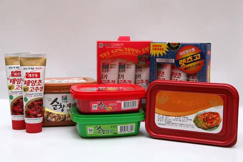 コチュジャン(唐辛子味噌)、サンジャン(チチャ味噌)、テンジャン(韓国味噌)