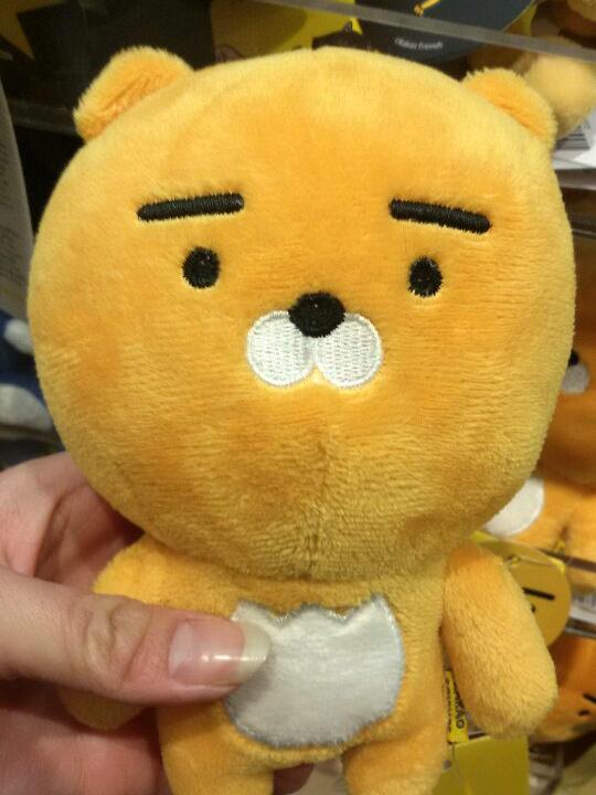 カカオトークに新しく登場したキャラクターのライオン!とっても可愛くて何個かグッズを購入しました。好きな人に顔が似ているんです(笑)。