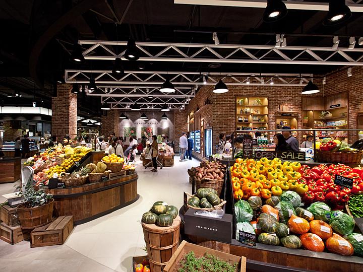 新鮮な果物や野菜でいっぱい