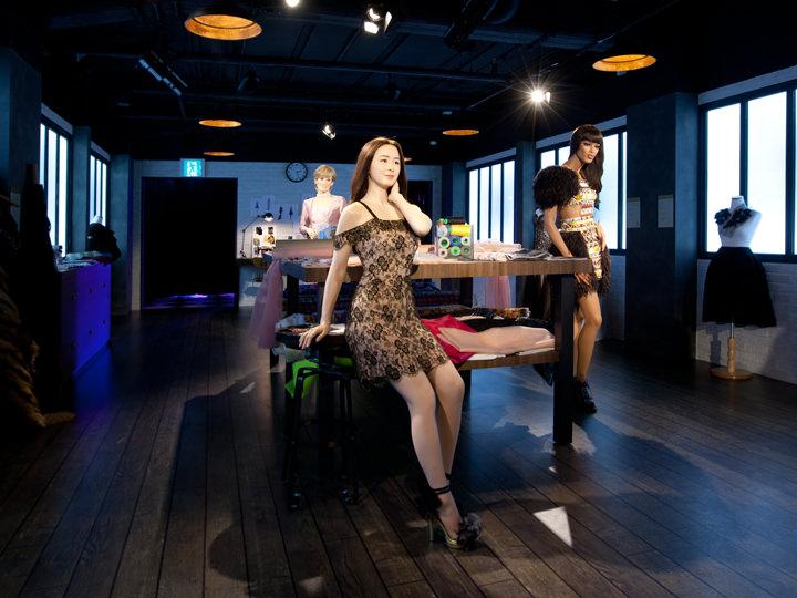<ファッションスタジオ>デザイナーとモデルたちが集まるスタジオで可愛いドレスを着こなすキム・テヒを発見!