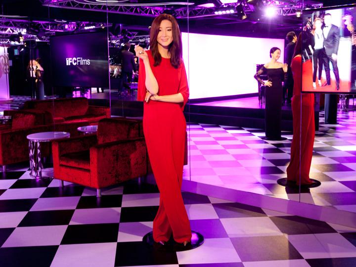 真っ赤なドレスのジウ姫