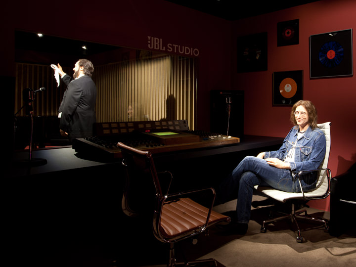 <レコーディングスタジオ>世界的な音楽家のレコーディングスタジオではジョン・レノンが収録中