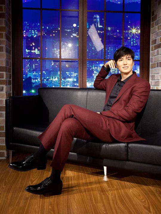 赤いスーツが似合うイ・ミンホ